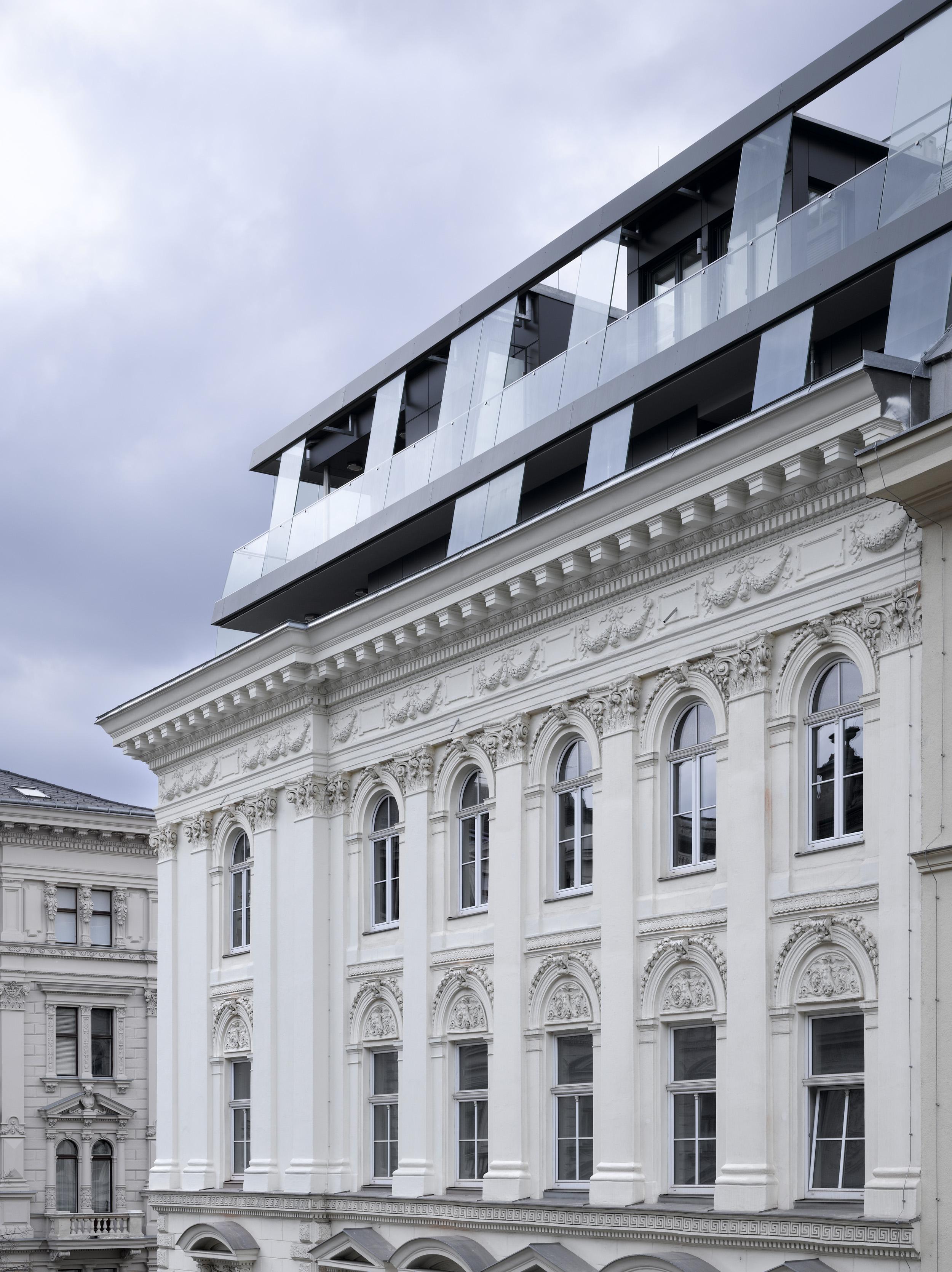 Schiener architects dachausbau am b rseplatz for Modernes haus wien